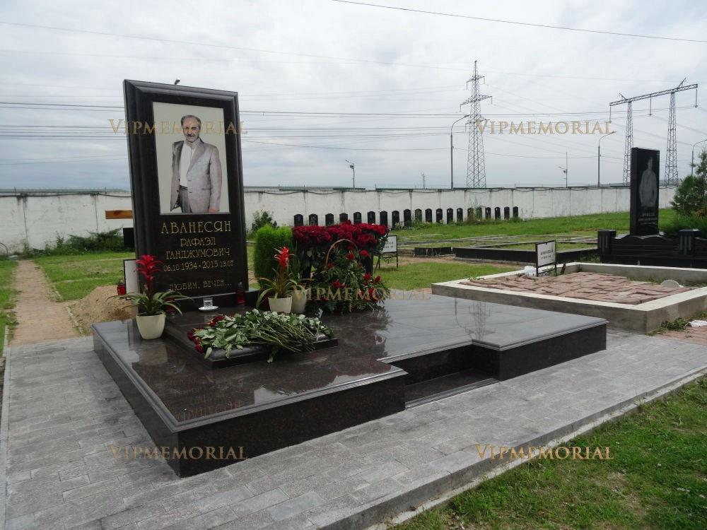 Памятники из камня фото хаванское кладбище установка памятников цена омск